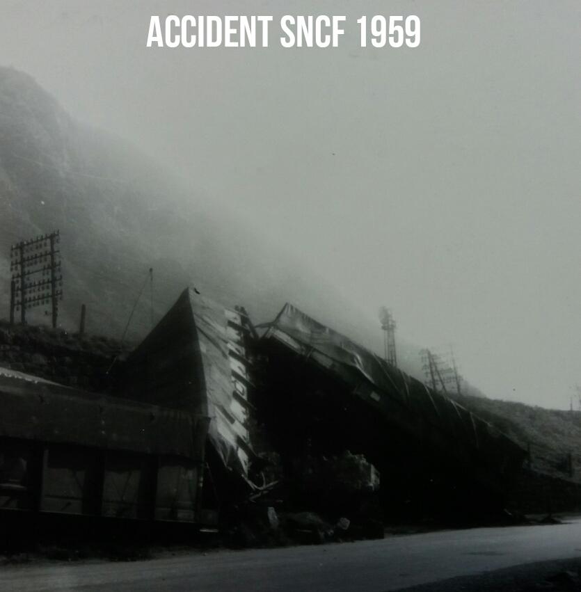 Accident TRAIN au pont accès Quartier Petit Coeur 1959